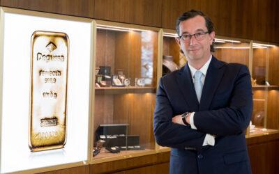El oro, cerca de los 1.900 dólares, recupera su esplendor frente a la inflación